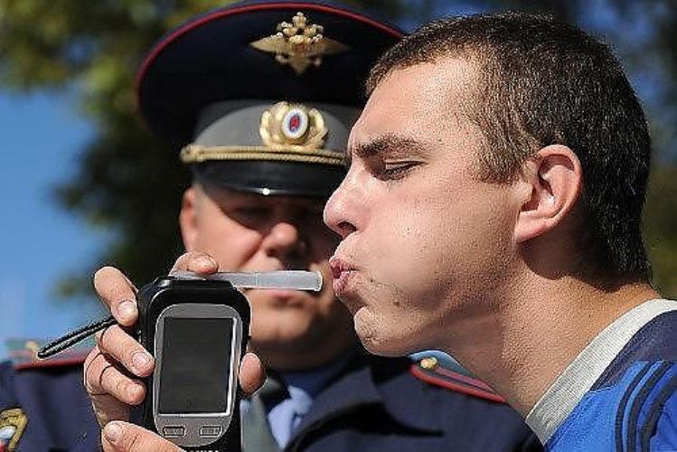 Можно ли дуть в трубочку инспектору ГИБДД без понятых?