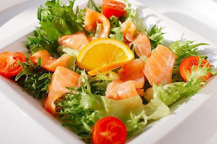 Салаты с лососем рецепты фото