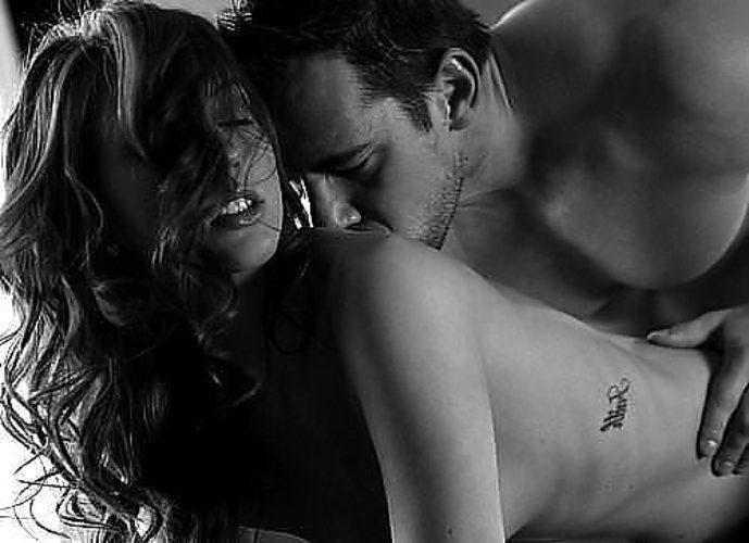девушки страстно целуются фото