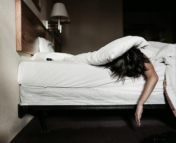 kak-bit-ne-skovannoy-v-posteli